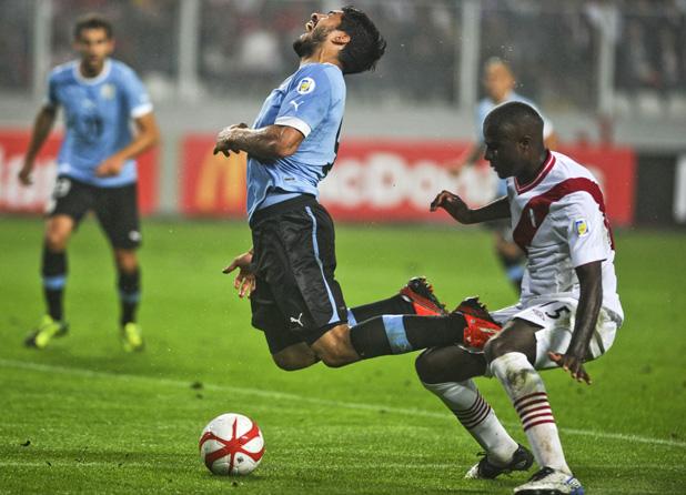 луис суарес в мача перу - уругвай 1:2, световна квалификация