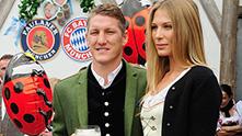 бастиан швайнщайгер и приятелката му сара на Октоберфест
