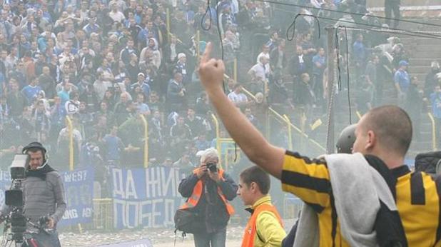 Среден пръст за агитката на Левски, 2013 година