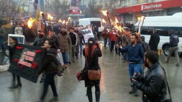 Факелно шествие Тунджели