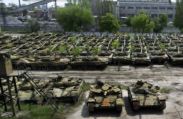 Гробище за съветски танкове в Украйна