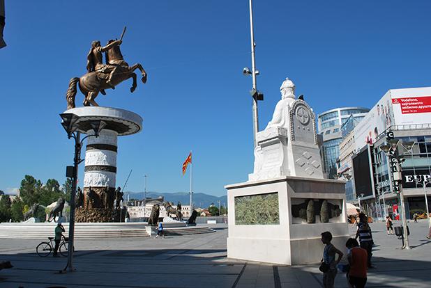 паметници в скопие