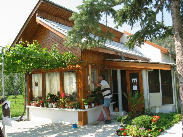 Къщичката набаба Ванга в Рупите
