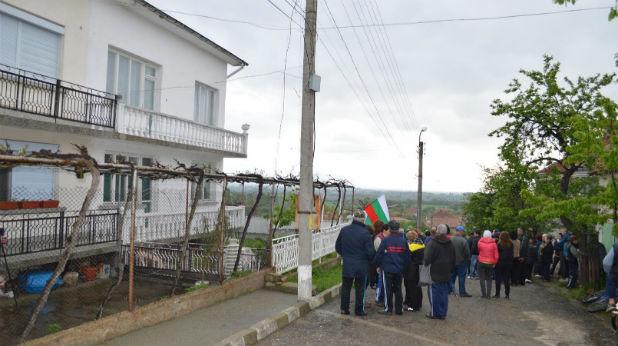 В село Розово приемат само българи