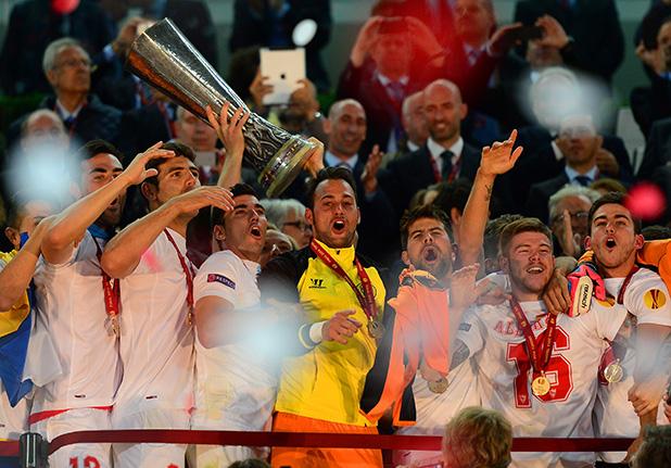 севиля печели лига европа след победа над бенфика с дузпи 2014