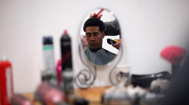 Мъж във фризьорски салон