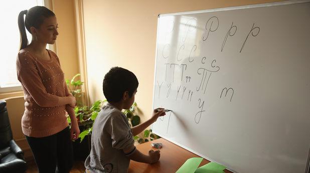 Деца-бежанци учат български език
