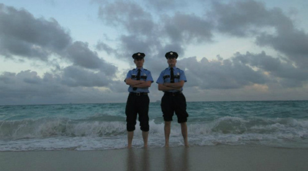 Полицаи на плажа