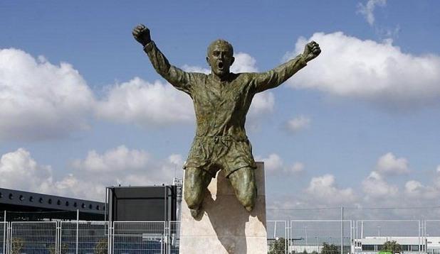 Ди Стефано, Статуя