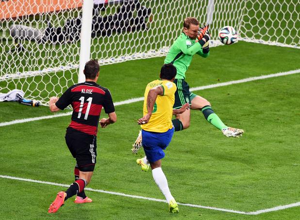 Нойер срещу Бразилия