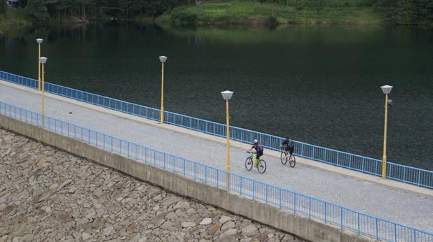 """8f3c90bdb12 За стръмни терени, дупки и големи неравности (както и за паветатата във  София, колкото и да не ви се вярва), е по-подходящо и безопасно да се кара  колело """"с ..."""