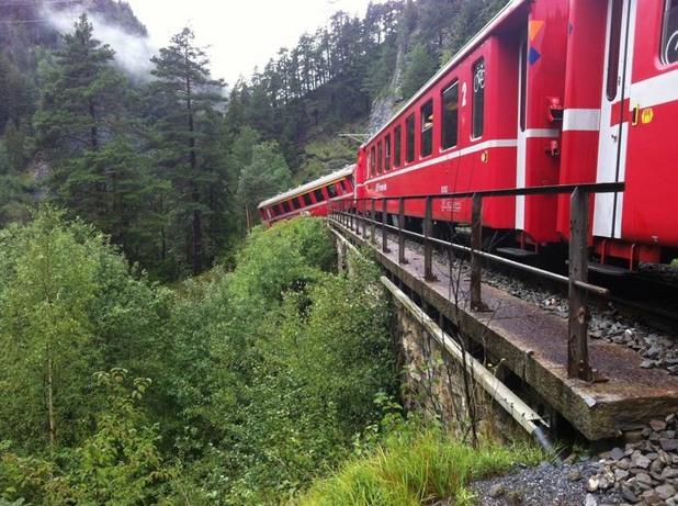 Дерайлирал влак