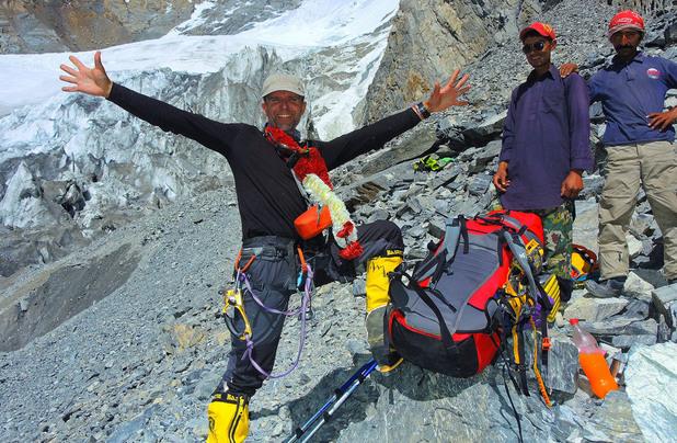 радост след изкачването на Броуд пик