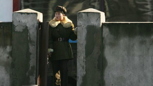 Военнослужеща на Северна Корея по граниата с Юга
