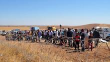 Кюрди пресичат границата с Турция