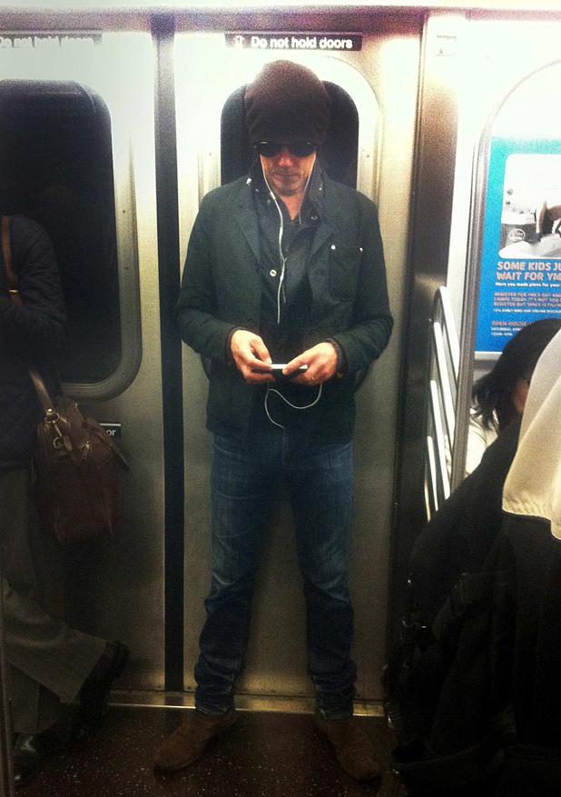 Кевин Бейкън в метрото