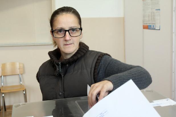 Жена гласува на парламентарните избори
