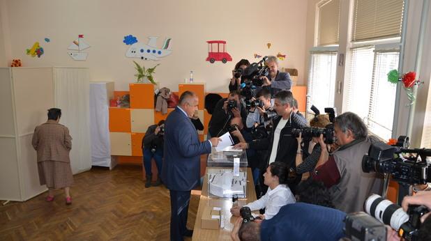 председателят на герб бойко борисов гласува на изборите на 5 октомври