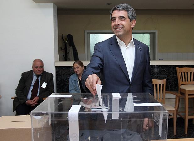 президентът на българия росен плевнелиев гласува