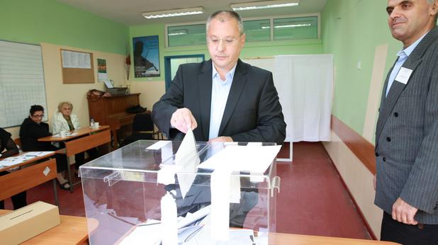 сергей станишев гласува на парламентарните избори на 5 октомври