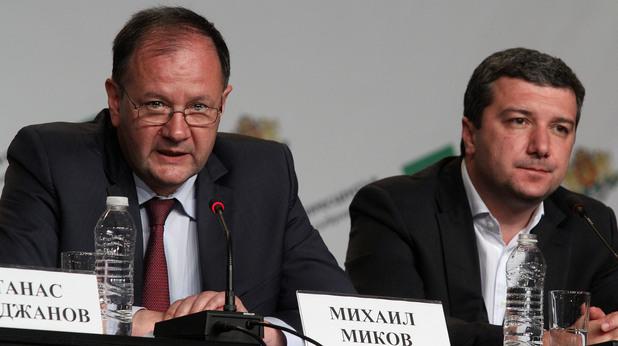 Михаил Миков в изборната нощ