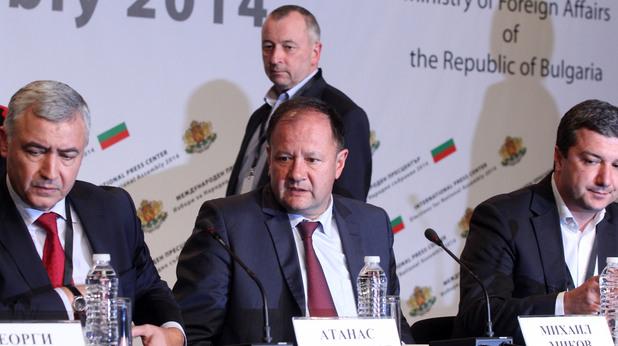 Атанас Мерджанов, Михаил Миков и Янаки Стоилов в изборната нощ