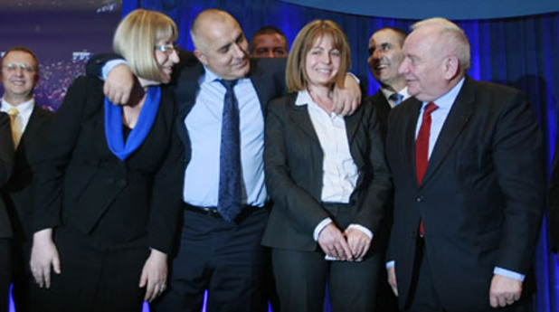 Бойко Борисов прегръща Йорданка Фандъкова и Цецка Цачева на конгреса на ГЕРБ