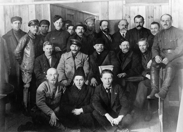 Заличени хора от исторически снимки