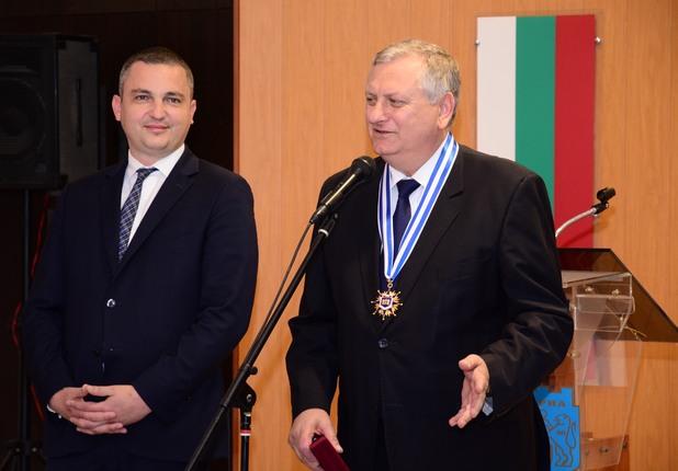 Свилен Спасов получава почетния знак на Варна от кмета Иван Портних