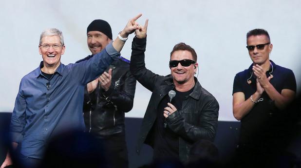 Тим Кук, Боно и U2