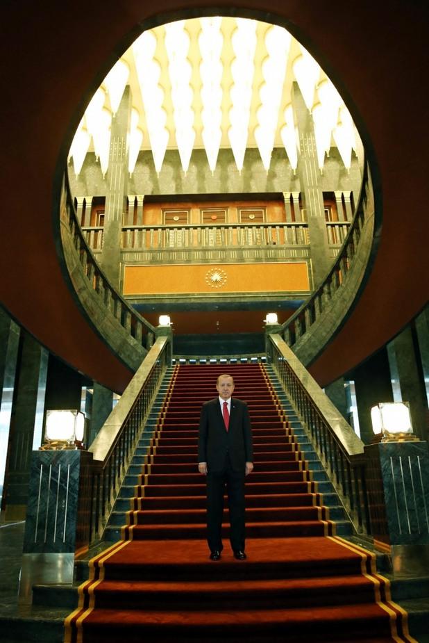 Реджеп Ердоган в новият си палат