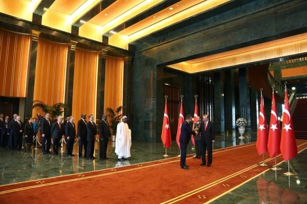 Реджеп Ердоган приема гости в новият си палат