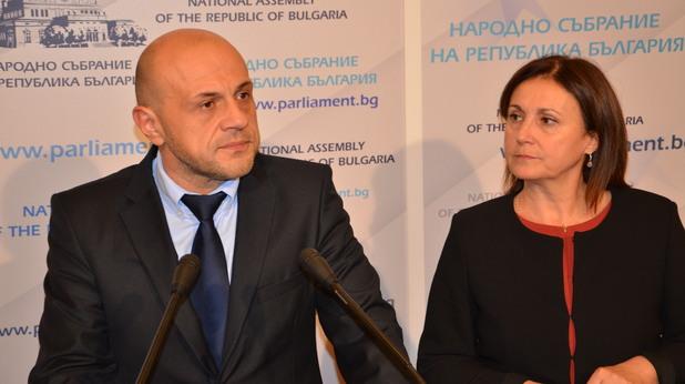 Томислав Дочнев и Румяна Бъчварова след преговори между ГЕРБ и РБ