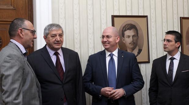 Днес, 3 ноември, президентът проведе консултации с представителите на парламентарната група на Български демократичен център (БДЦ).