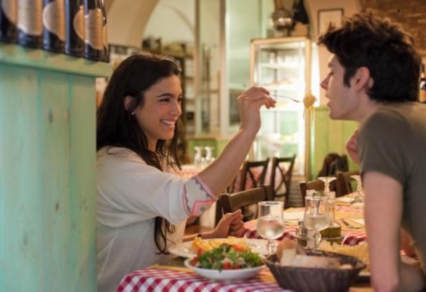 Двойка похапва в ресторант