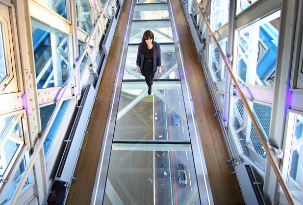 Новата стъклена пешеходна пътека