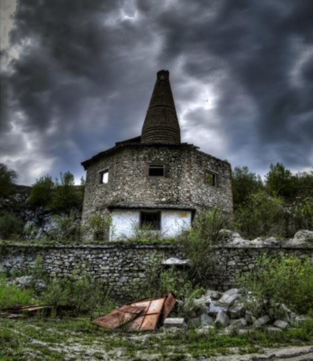 Западнали сгради в България