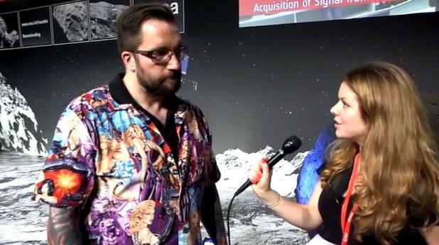 Мат Тейлър от Розета, облечен в ризата, която предизвика реакции сред феминиститеМат Тейлър от Розета, облечен в ризата, която предизвика реакции сред феминистите