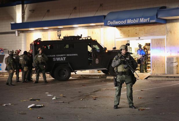 протести и безредици във фъргюсън, мисури, след прекратено дело по случая с убийството на 18-годишния майкъл браун