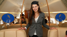 Ана Иванович в ролята на стюардеса