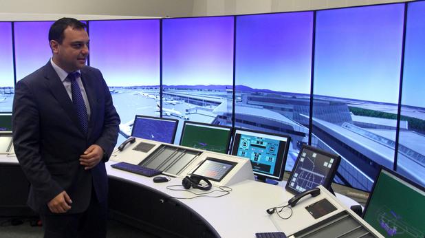 """Ивайло Московски откри новия тренажорен комплекс, за обучение на ръководители на полети на ДП """"Ръководство на въздушното движение""""."""