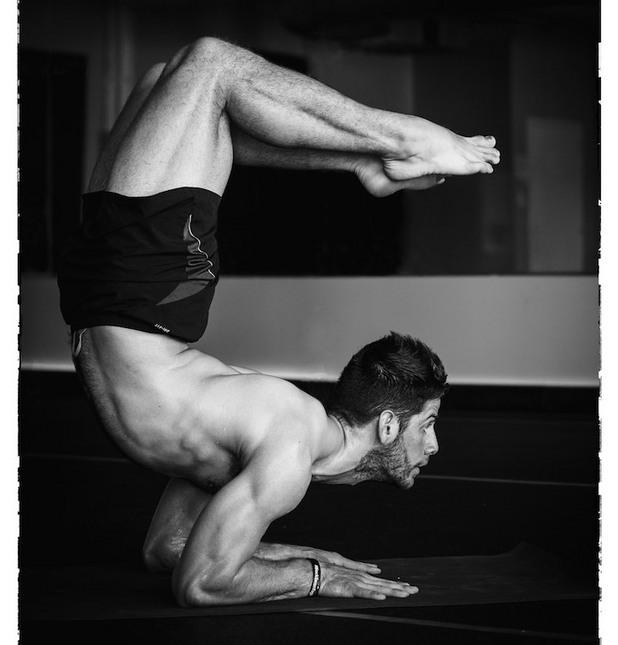 Мъже фенове на йогата