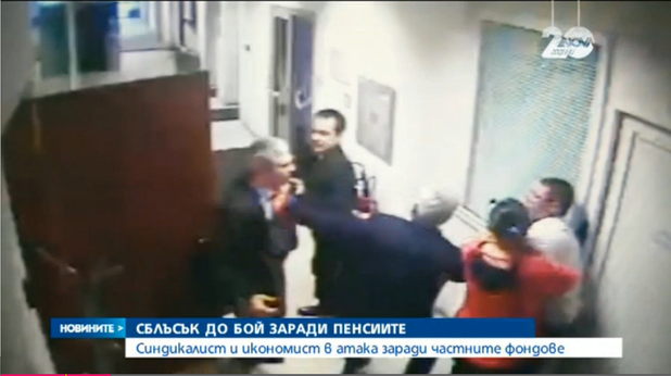 Владимир Каролев и Пламен Димитров се бият в коридорите на Нова телевизия