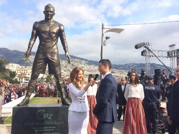 Увековечиха Кристиано със статуя на остров Мадейра