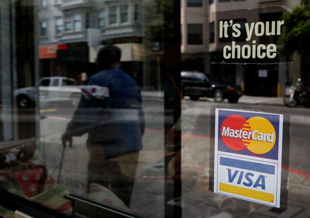Visa и Mastercard спират да обслужват Крим