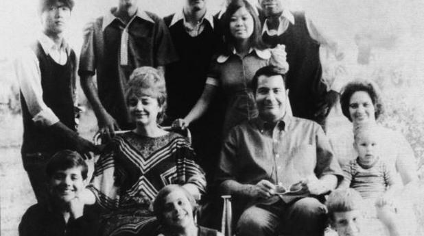 джим джоунс със семейството си