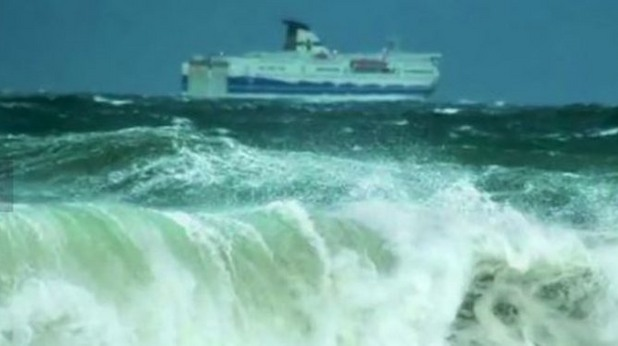 Горящият ферибот Норман Атлантик