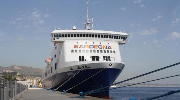Горящият ферибот Норман Атлантик - архивна снимка