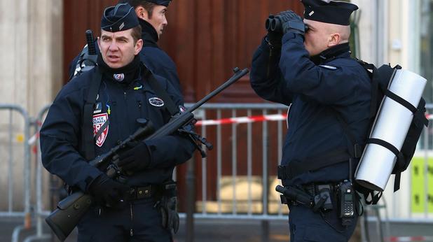 Франсоа Оланд и Дейвид Камерън се срещат след атентата срещу Шарли Ебдо