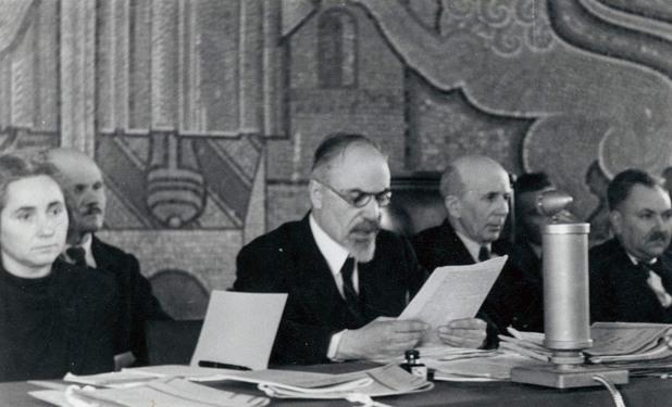 Първи състав на Народния съд в София. Отляво надясно: Вера Начева, Стефан Манов, председателят Богдан Шулев;